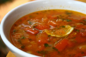 Пряный томатный суп с говядиной