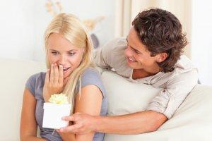 Что подарить девушке, если она болеет