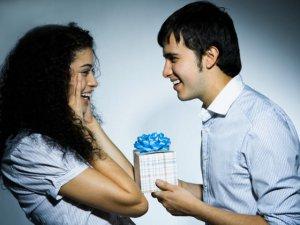 Что подарить девушке, если мало денег
