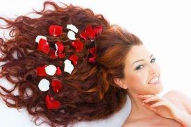 Как нужно расчесывать наращенные волосы