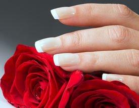 Женские руки и продление их красоты