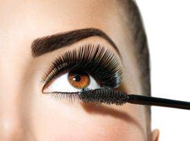 Как, при помощи теней, подчеркнуть выразительность карих глаз?