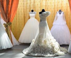 Выбираем кружево для свадебного платья