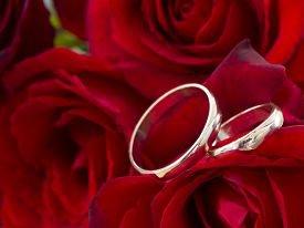 Как провести золотую свадьбу своими силами?