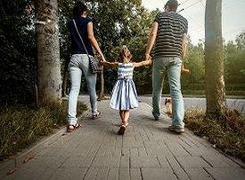 К чему приводит чрезмерная опека над детьми