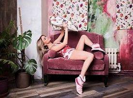 Женская одежда с цветочным принтом